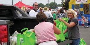 """Buurma Farms of Willard, Ohio, gave some Hebron Kroger shoppers free freshly picked sweet corn Saturday. It was part of the store's """"Locally Grown"""" celebration. Family-owned Buurma dates back to 1896, farming about 800 acres in Ohio including 350 acres of sweet corn. Buurma also grows radishes, beets, lettuces, parsleys, southern greens, peppers and green onions. The celebration included Ohio Proud producers Bob Evans Farms, Park Farms, Velvet Ice Cream and local Devine Farms. Beacon photo by Charles Prince."""