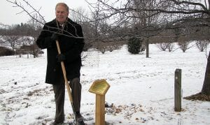 Ohio Governor Ted Strickland dedicated a crab apple tree at The Dawes Arboretum. Beacon photo by Scott Rawdon.